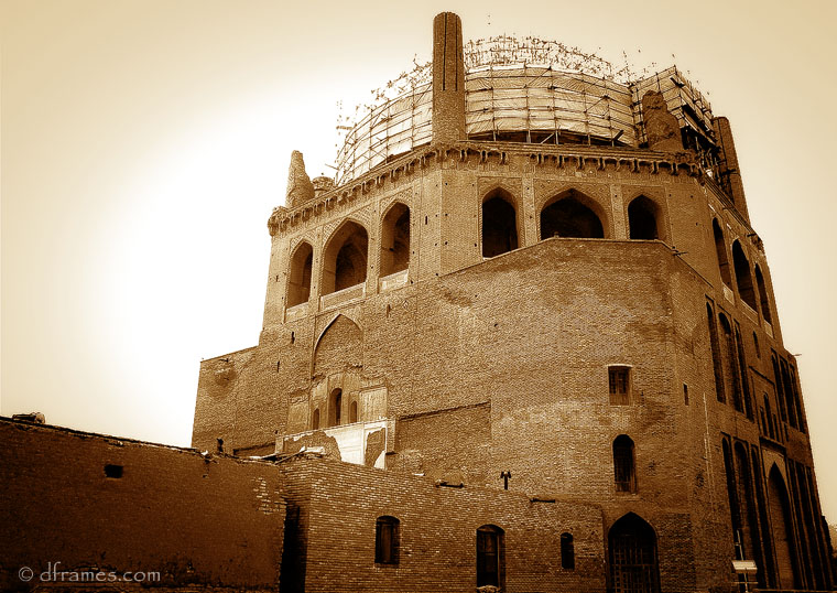 Back side of Soltanieh dome,The central magnet of Soltaniyeh's several ruins is the Mausoleum of Il-khan Öljeitü (Persian اولجايتو) also known as Muhammad Khodabandeh, traditionally known as the Dome of Soltaniyeh.